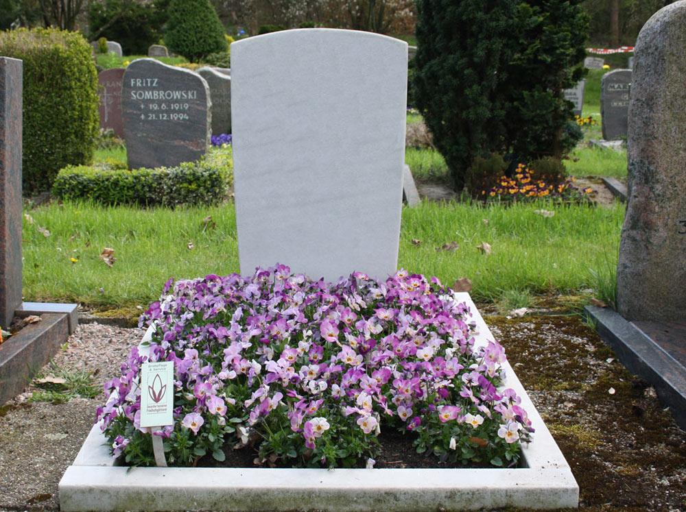 Grabgestaltung blumen kaiser Foto Birgit Puck