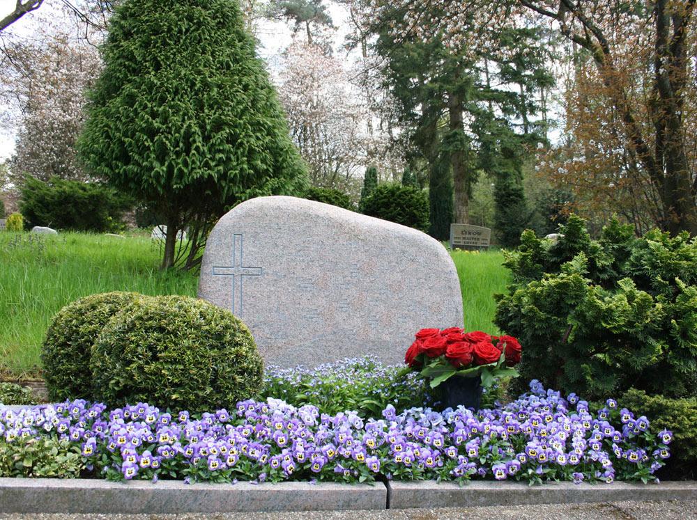 Friedhof Grabpflege Foto Birgit Puck